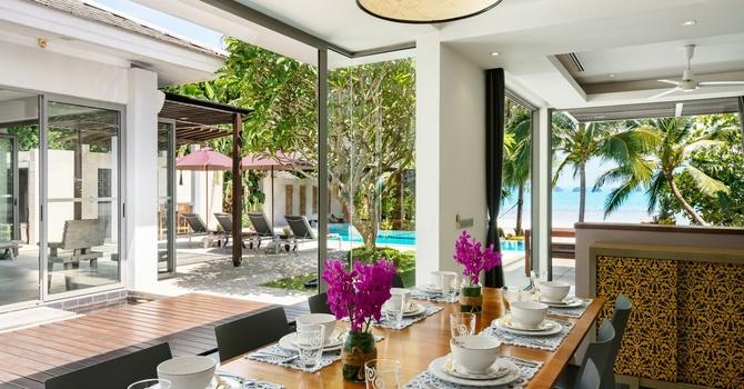 Inasia Villa  Dining Area
