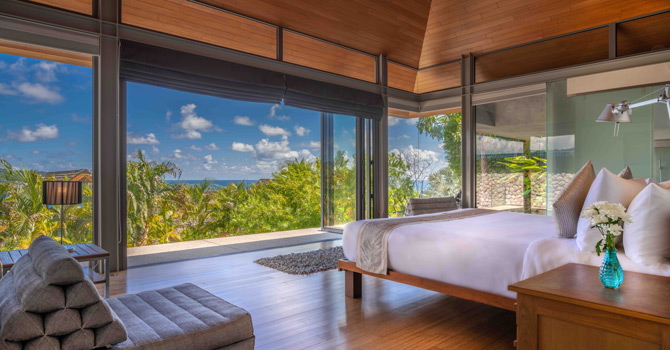 Villa Benyasiri  Master Bedroom and ensuite bathroom with bathtub