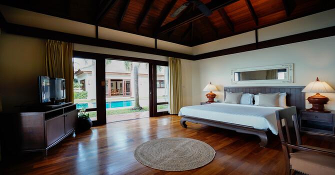 Villa Frangipani  Master Bedroom - King bed, ensuite bathroom with bathtub